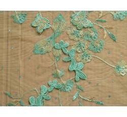 Krajky - zelená krajka 1058 na tylu s perličkami