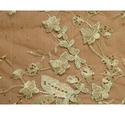 Krajky - zlatá krajka 1058 na tylu s perličkami