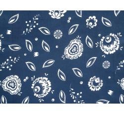 Bavlněné látky - tmavě modrá bavlněná látka s kvítky a lístky